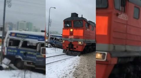 Плач и стоны: в столкновении поезда и маршрутки под Питером пострадали пять человек