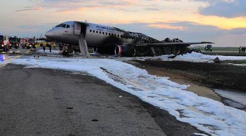 Погиб бортпроводник, спасавший пассажиров из горящего
