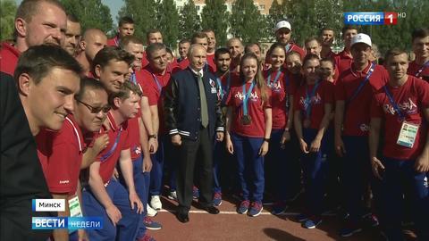 Путин сменил пиджак на куртку команды России