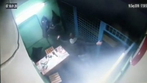 Появилось видео расстрела полицейских в московском метро