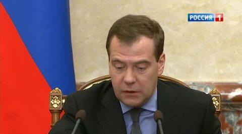 Медведев приказал готовиться к суровой зиме