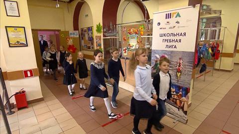 Местное время. Московские школьники возвращаются к привычному формату обучения