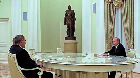 Москва. Кремль. Путин. Историческая встреча: Путин остается главным посредником между Баку и Ереваном