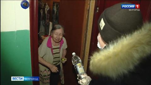 Белгородские волонтеры доставили крещенскую воду тем, кто не смог прийти в храм
