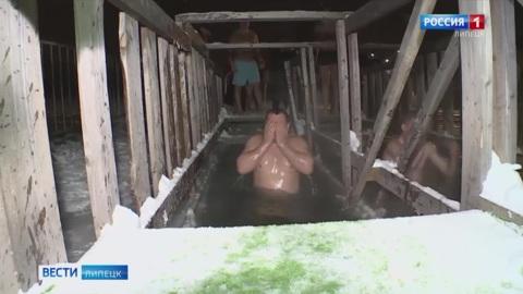 В Липецкой области четыре тысячи человек искупались в проруби