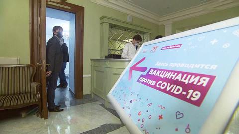 Вести-Москва. Москвичам предложили привиться от ковида в театре или ТЦ