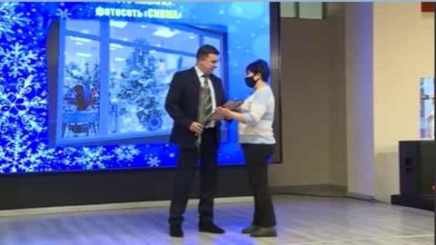 Вести-Курск. В Курске наградили победителей конкурса «Лучшее новогоднее оформление потребительской сферы»