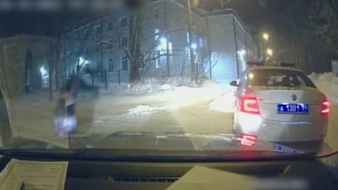 Видео из Сети. Пермяк исполнил перед полицейскими акробатический трюк в доказательство, что он трезв