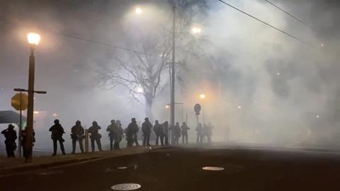 Видео из Сети. Портленд не принял Байдена: беспорядки в США продолжаются