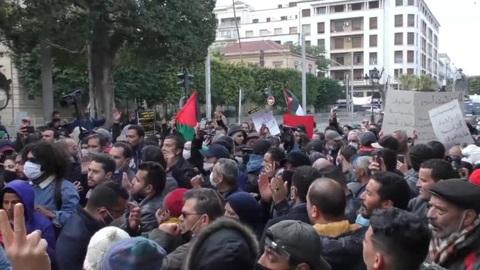 """Новости на """"России 24"""". Антиправительственный митинг в Тунисе: десятки участников задержаны"""