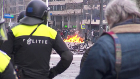 Вести. Беспорядки в Нидерландах: молодежь возмутилась закрытием ночных клубов из-за ковида