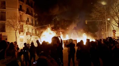 Полиция Испании лютует, но ее беспокоят права человека в России