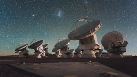 Астрономы разглядели крошечную галактику времён начала мира