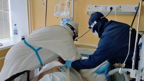 """Самым распространенным штаммом коронавируса в России стал """"дельта"""""""