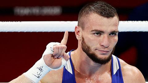 Россиянин Хатаев стал бронзовым призером Олимпиады по боксу