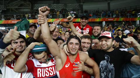 Российский борец Садулаев вышел в полуфинал Олимпийских игр