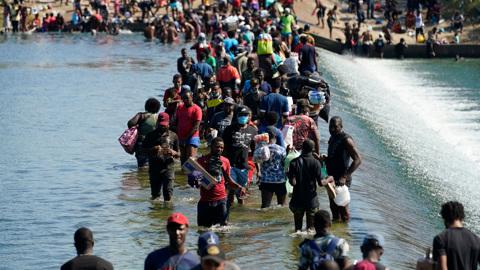 Для них Гаити – это ад: еще 12 тысяч нелегалов ждут отправки на родину