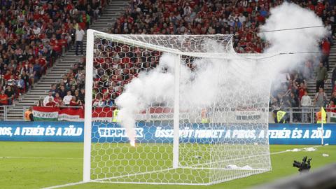 Футбольная сборная Венгрии наказана за расизм болельщиков
