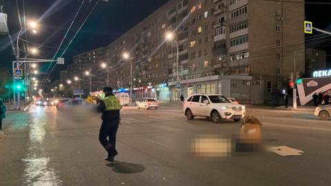 В Саратове водитель насмерть сбил пешеходов на переходе и скрылся