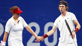 Теннисисты Анастасия Павлюченкова и Андрей Рублев поборются за золото в миксте