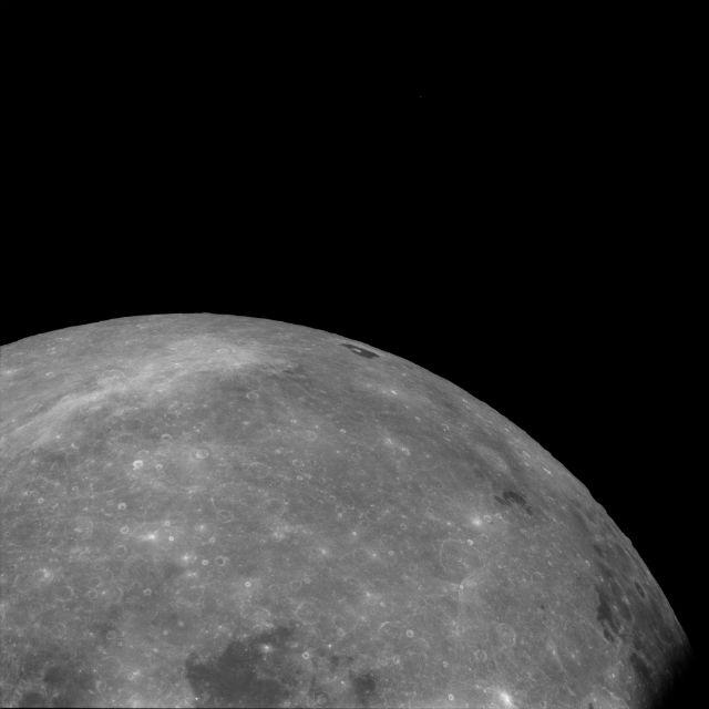 """Снимок Луны с её орбиты, сделанный в ходе миссии """"Аполлон-11"""", 1969 год"""