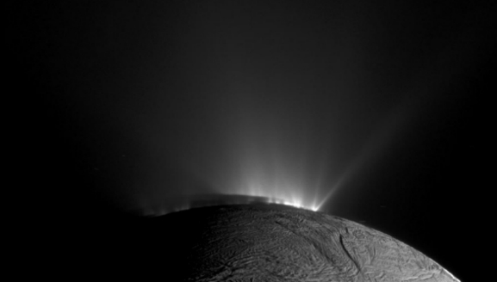 Подобное явление можно объяснить горячими источниками в океане Энцелада