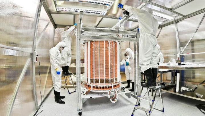 Учёные готовят детектор XENON1T к работе