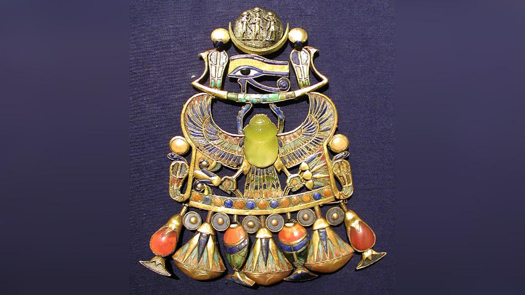 Амулет с крылатым скарабеем из гробницы Тутанхамона. Фото: Wikimedia Commons