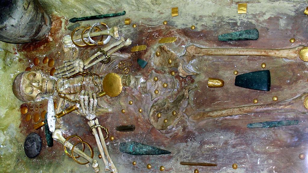 """Варненский некрополь. Знаменитая """"могила ╧ 43"""". Фото: Yelkrokoyade / Wikimedia Commons"""