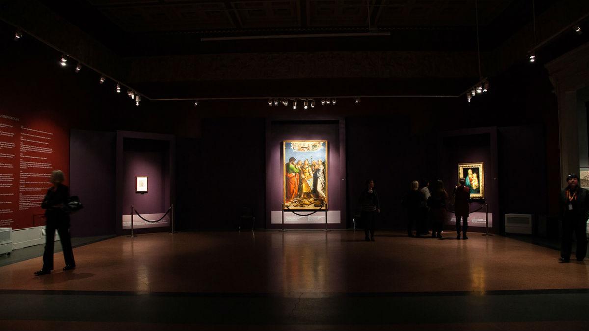 """В ГМИИ проходит выставка """"Рафаэль. Поэзия образа."""", на которой демонстрируются произведения, хранимые в галерее Уффици в Италии."""