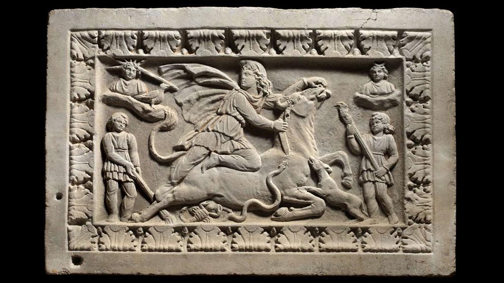 Мраморный рельеф тавроктонии, II-III век нашей эры, происхождение неизвестно. Из коллекции═Rupert═Wace Ancient Art. Фото с проекта tertullian.org