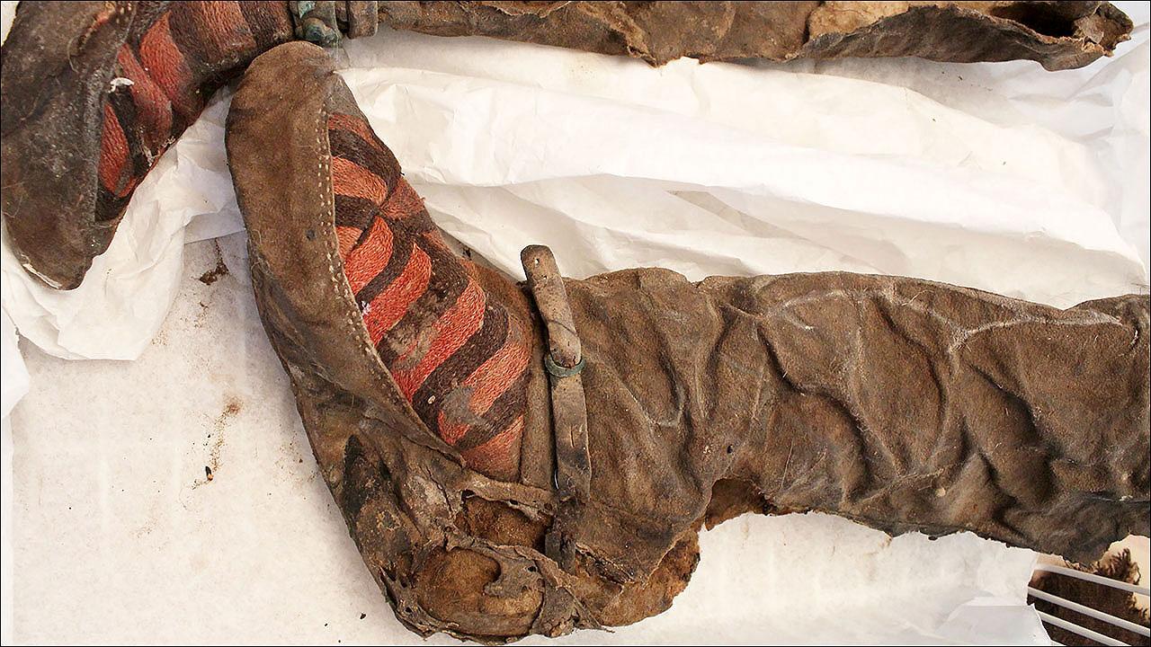 Сапожки алтайской мумии Х века. Фото: The Mongolian Observer/The Center of Cultural Heritage of Mongolia