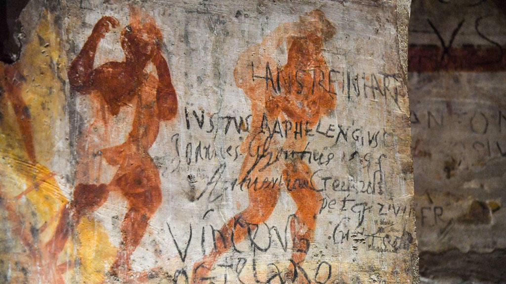 Граффити XVII века, сохраненные реставраторами. Фото с сайта thehistoryblog.com