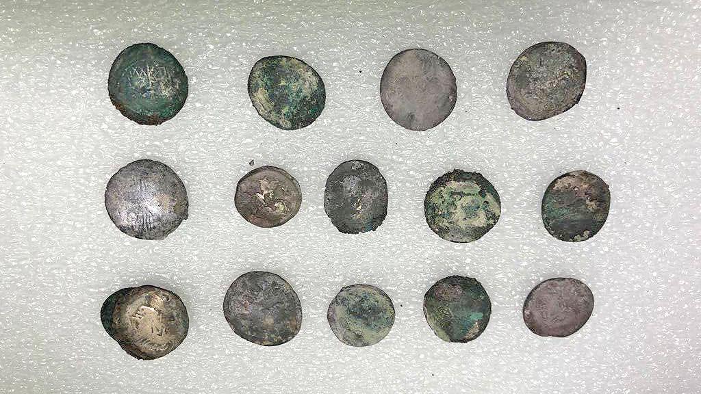 Монеты, найденные рядом с погибшим мужчиной. Фото: Archaeological site of Pompeii