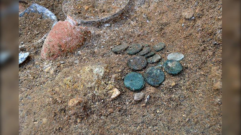 Бронзовые Aes Grave, найденные в Вульчи. Фото: Etruria Oggi