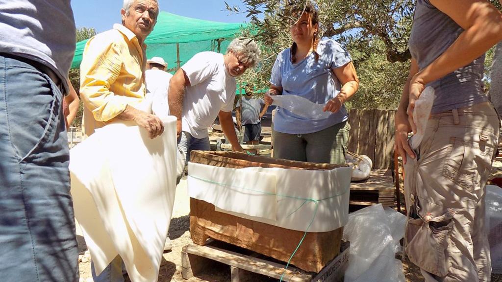 Второй глиняный минойский ларнакс, обнаруженный в Кентри (Иерапетра). Фото: documentonews.gr