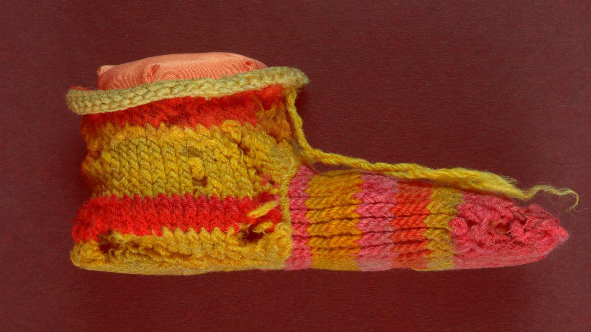 Полосатый детский носок, датируемый 300 годом нашей эры, был найден в Египте.