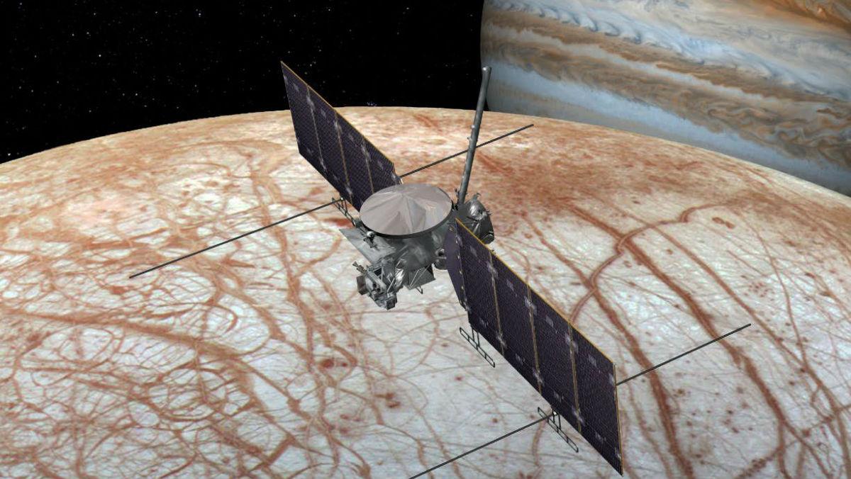 Художественное представление предстоящей миссии Europa Clipper, которая позволит поближе взглянуть на поверхность Европы.