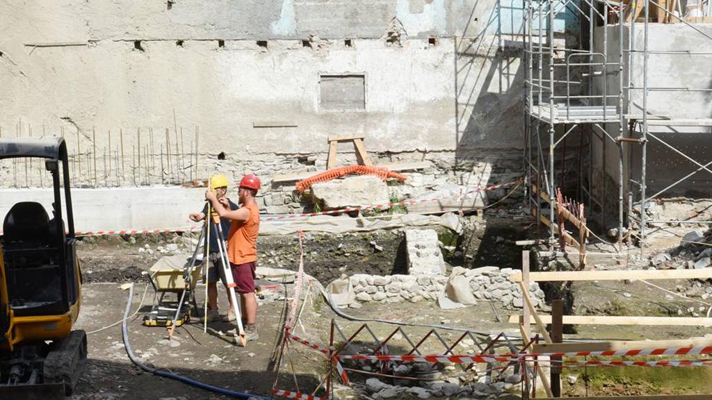 Стройплощадка на месте театра Крессони в Комо. Фото: Cusa