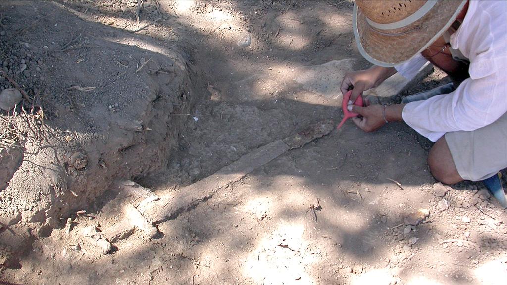 Варяжский меч, найденный в 2010 году при раскопках поселения Юмуктепе. Фото: AA