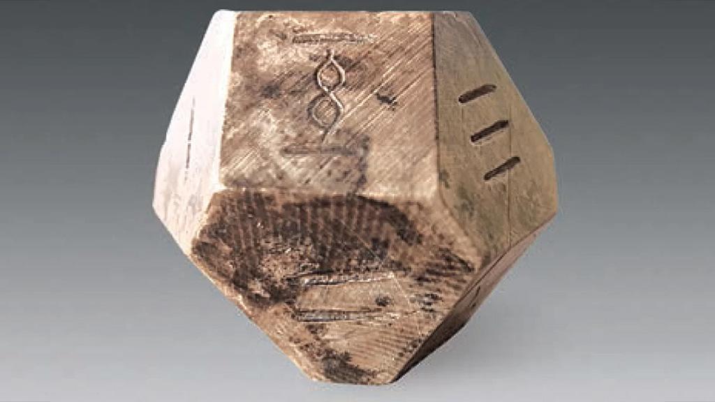 14-гранная кость для игры в любо, царство Ци. Фото: Chinese Cultural Relics
