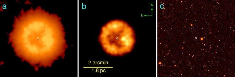Туманность вокруг J005311 в инфракрасных лучах (слева и в центре). В оптической линии излучения водорода Бальмер-альфа туманность не видна (справа), поскольку в её составе нет водорода.