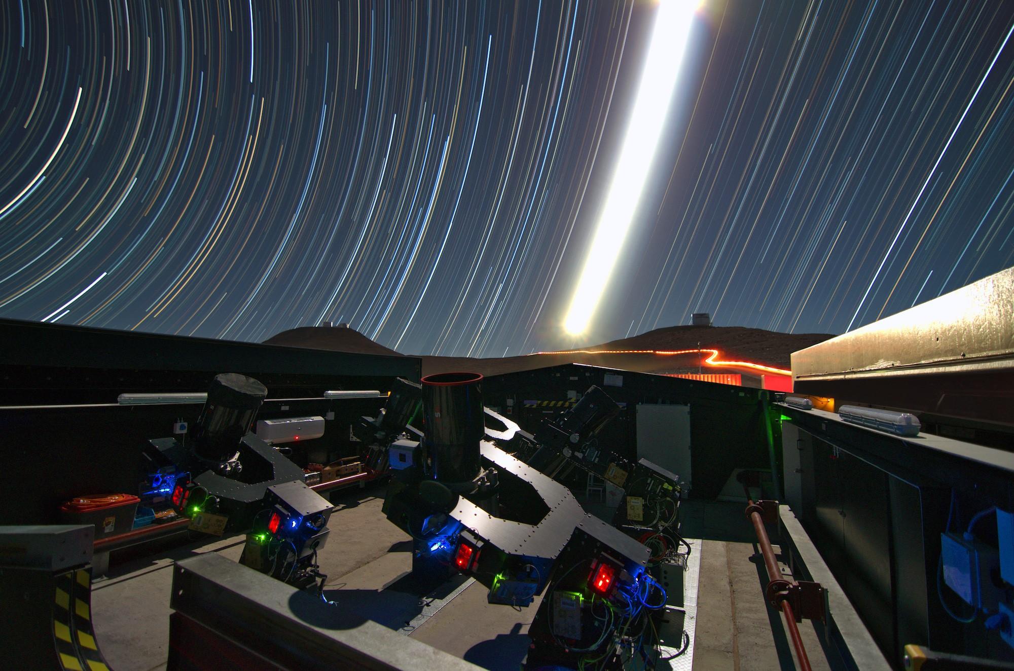 Астрономы использовали массив телескопов Next-Generation Transit Survey, расположенных на территории Паранальской обсерватории в Чили.