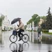 Кому принадлежит тротуар: пешеходу или велосипедисту?