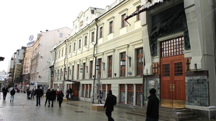 Москва, Художественный театр, где после завершения оперной карьеры выступала Вишневская в роли Екатерины Великой