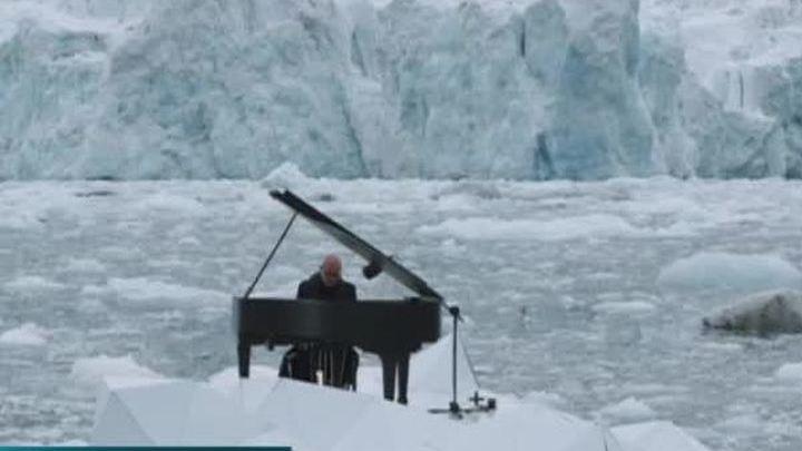 Акция Гринпис: льды Арктики тают во время исполнения музыкальной элегии