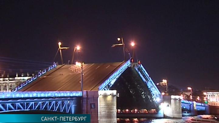 В день рождения Андрея Петрова у Дворцового моста в Петербурге зазвучали его мелодии