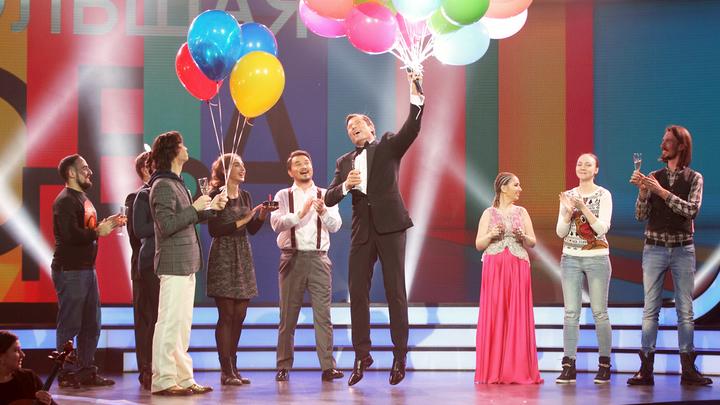 Большая опера - 2016. 4-й тур. Участники поздравляют Андрейса Жагарса