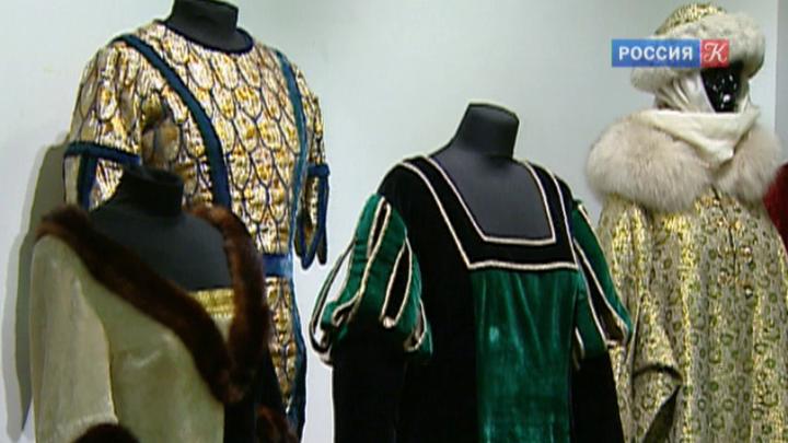 Музей декоративно-прикладного искусства открыл выставку костюмов из знаменитых фильмов-сказок