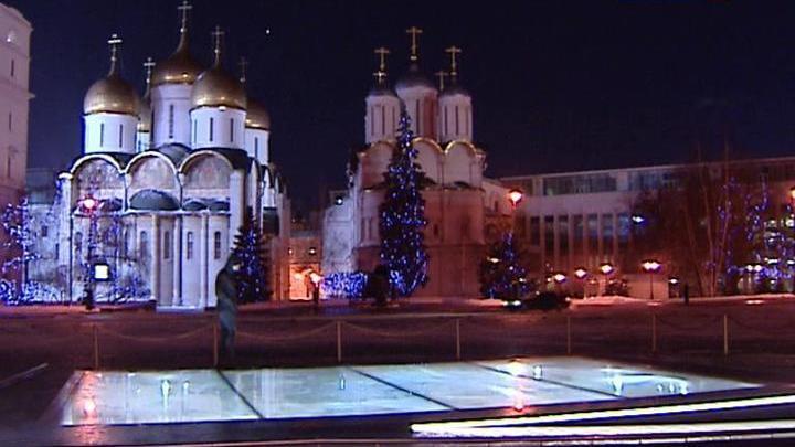 На Ивановской площади Кремля появились археологические окна